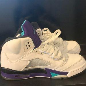 Jordan's 5 grapes size 6